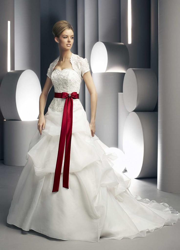Свадебное платье с красной баской. Тренды и направления в Свадебной моде 2014-2015