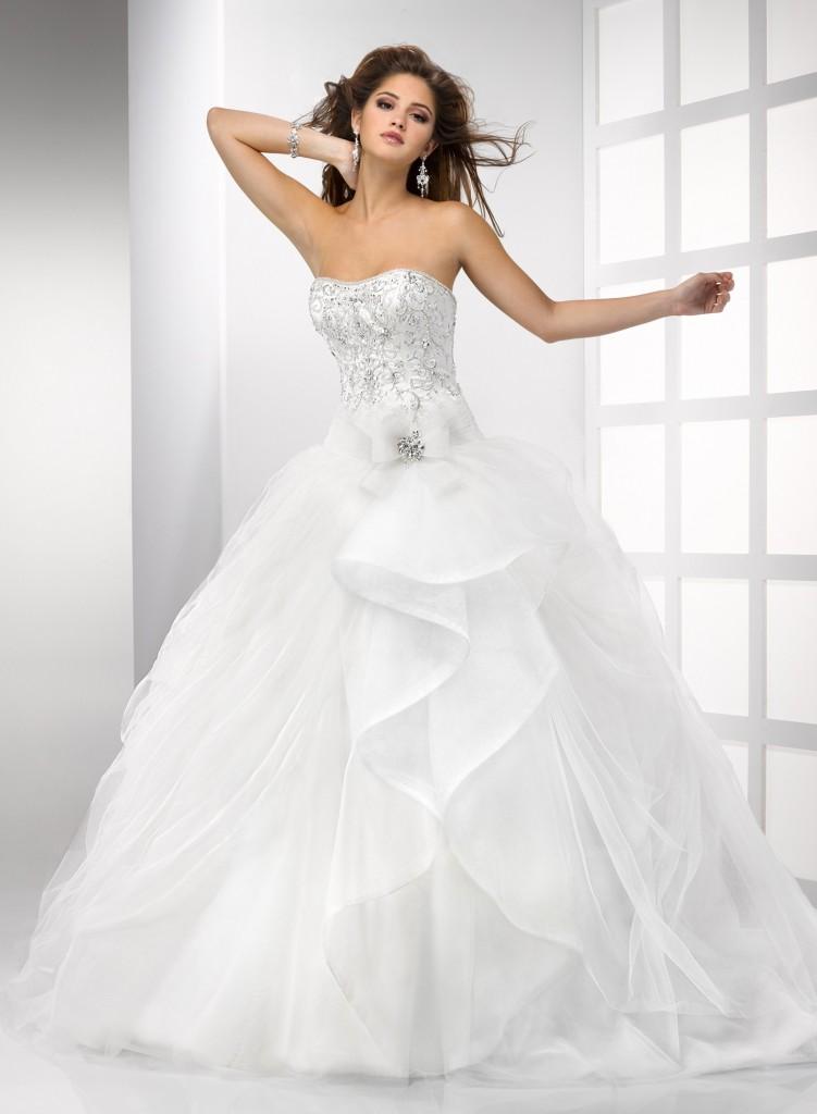 Свадебное платье с расшитым корсетом. Тренды и направления в Свадебной моде 2014-2015