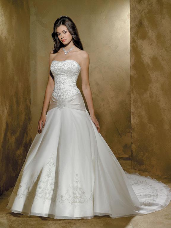 Шелковое свадебное платье с эффектным сочетанием материалов. Тренды и направления в Свадебной моде 2014-2015