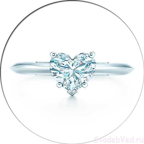 Кольцо с камнем формы сердца