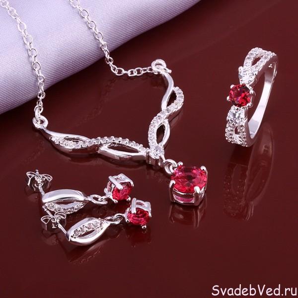 Рубиновая свадьба – что подарить с учётом свойств рубина